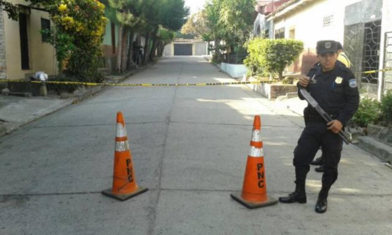 Muere supuesto ladrón tras ser lanzado de microbús en Quezaltepeque