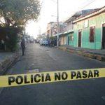Esta madrugada una mujer fue asesinada a cuchilladas en Ciudad Delgado. FOTO EDH Douglas Urquilla, via Twitter.
