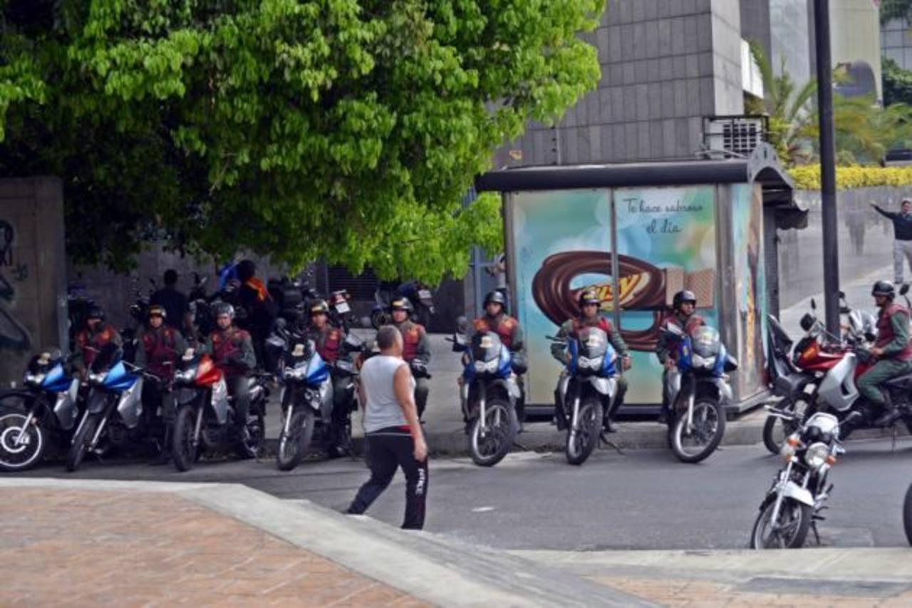 Unos mil guardias nacionales fueron desplegados desde el lunes en el municipio de Chacao para tratar de ahogar las protestas contra el régimen de Nicolás Maduro. foto edh / internet
