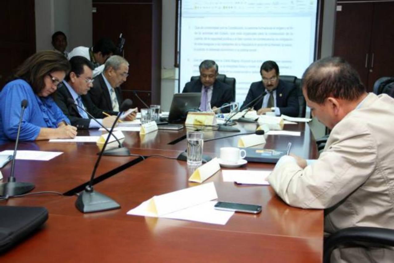 Comisión especial dictaminó ayer para elevarla al pleno. foto edh / cortesía asamblea legislativa