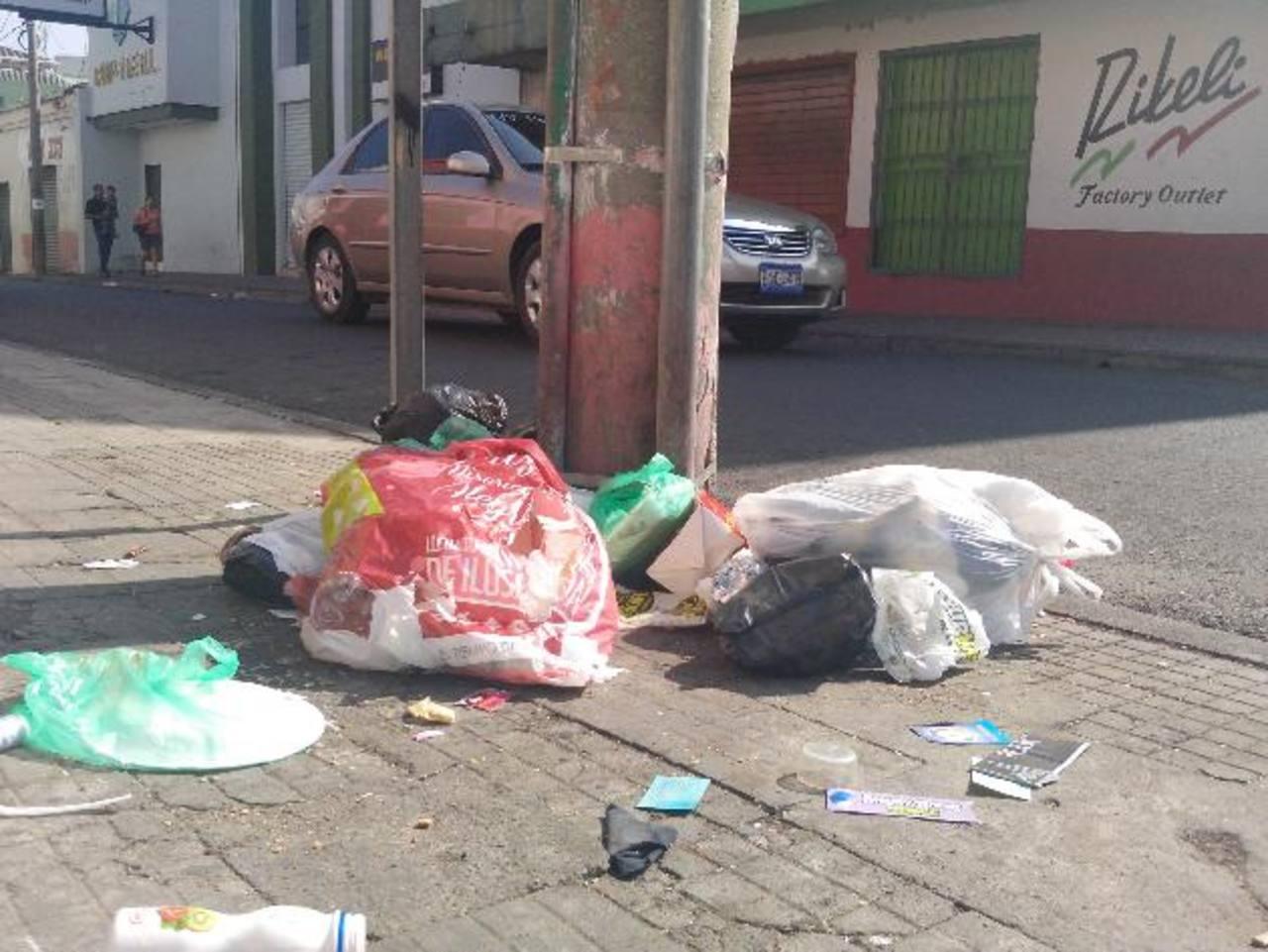 Acumulación basura se pueden observar en diferentes puntos de la ciudad morena. Foto EDH / milton jaco