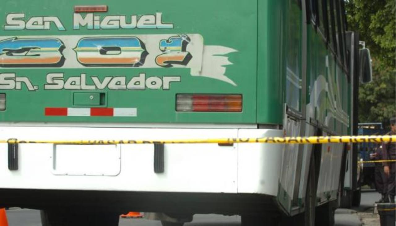 Cuatro hombres armados atacaron un bus de la ruta 301 en San Vicente. En el hecho el motorista resultó herido. Foto/ Archivo