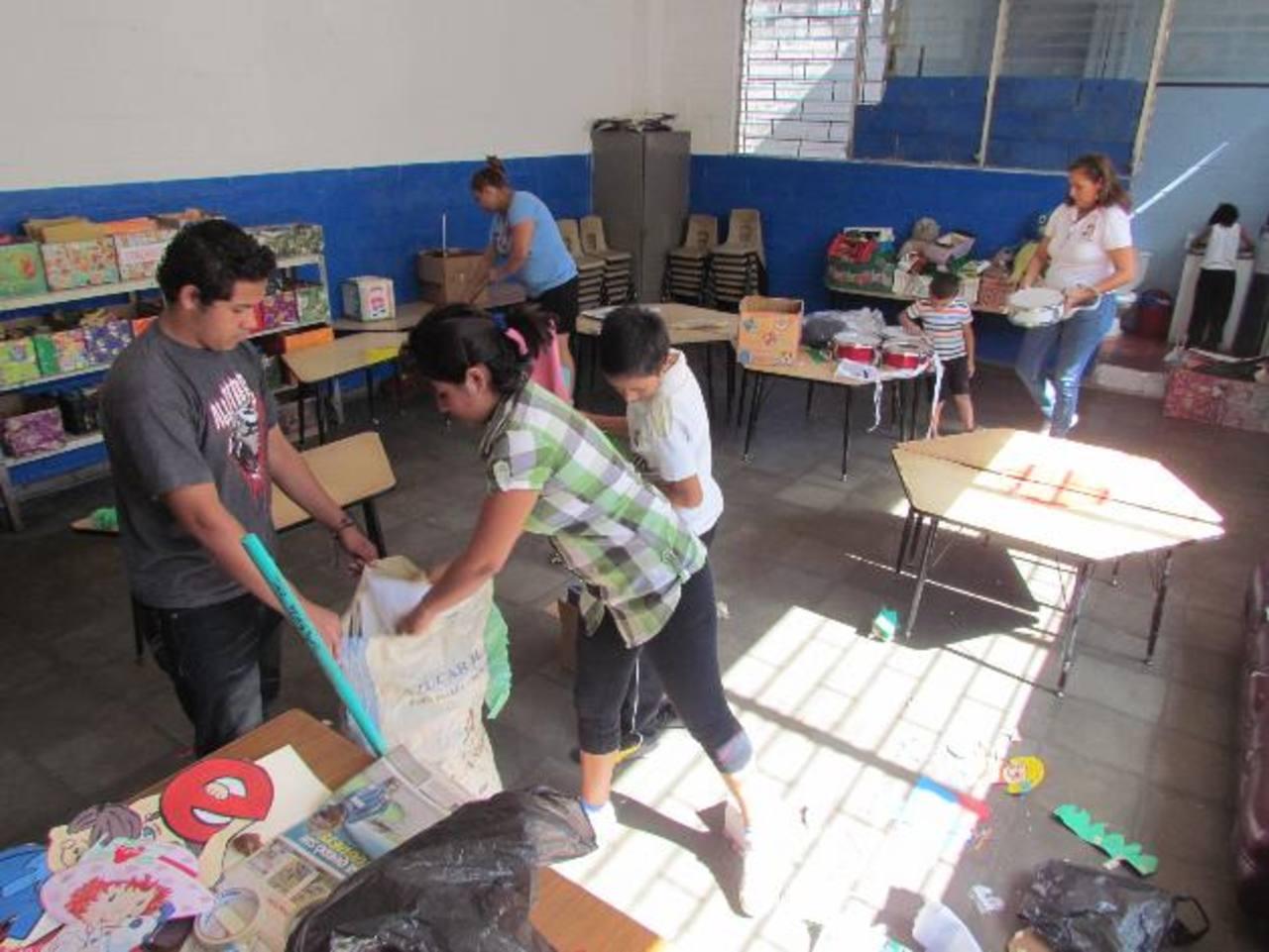 Eliminan criaderos de zancudos en escuela santaneca