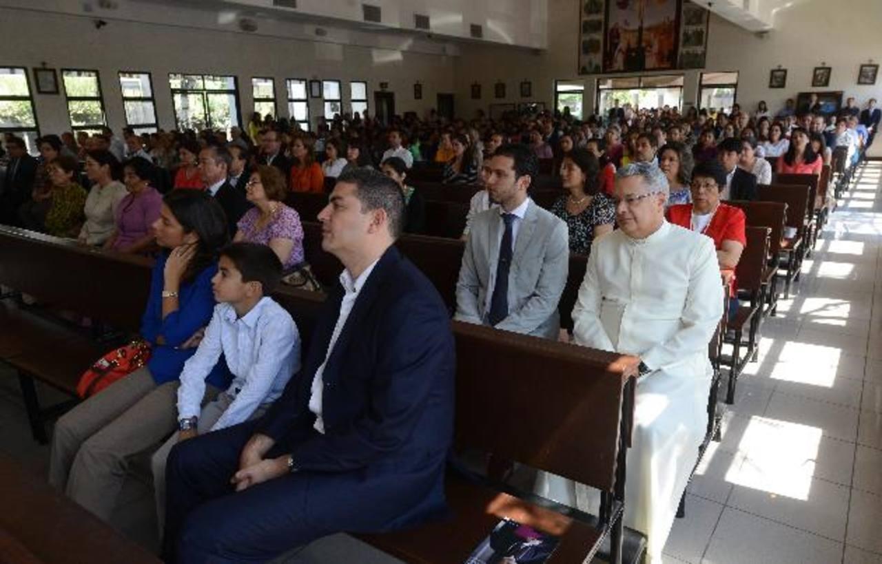 Asistentes a la misa en memoria de don Álvaro del Portillo reflexionaron sobre su legado. Fotos EDH / Jaime anaya