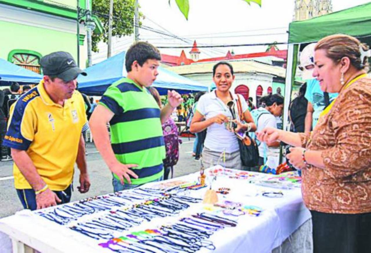 Durante el evento hubo venta de diversos productos artesanales y más. Foto edh / cortesía