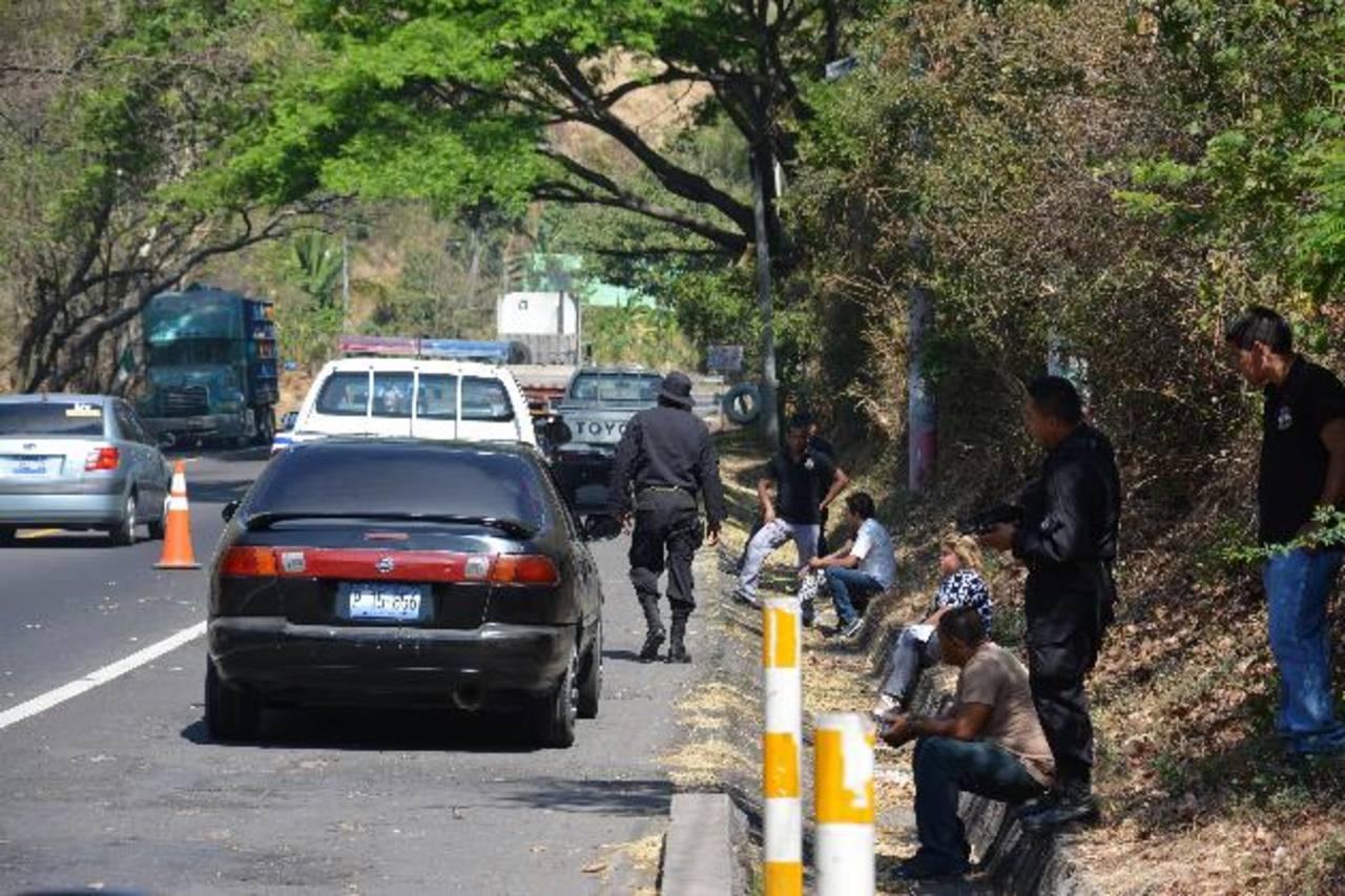 La pareja fue detenida en el kilómetro 117 de la Panamericana, en la jurisdicción de Lolotique. Foto EDH / Carlos Segovia