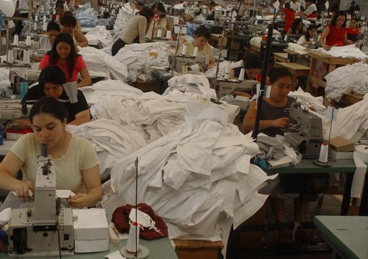 17 zonas francas, que albergan a cientos de empresas textiles, operan actualmente en El Salvador. Foto EDH /archivo