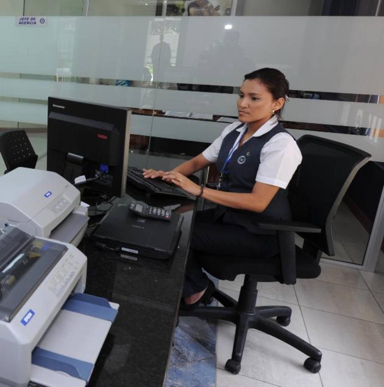 La entidad cuenta con 4,800 clientes, después de más de dos años de funcionamiento en el país. Foto EDH / archivo
