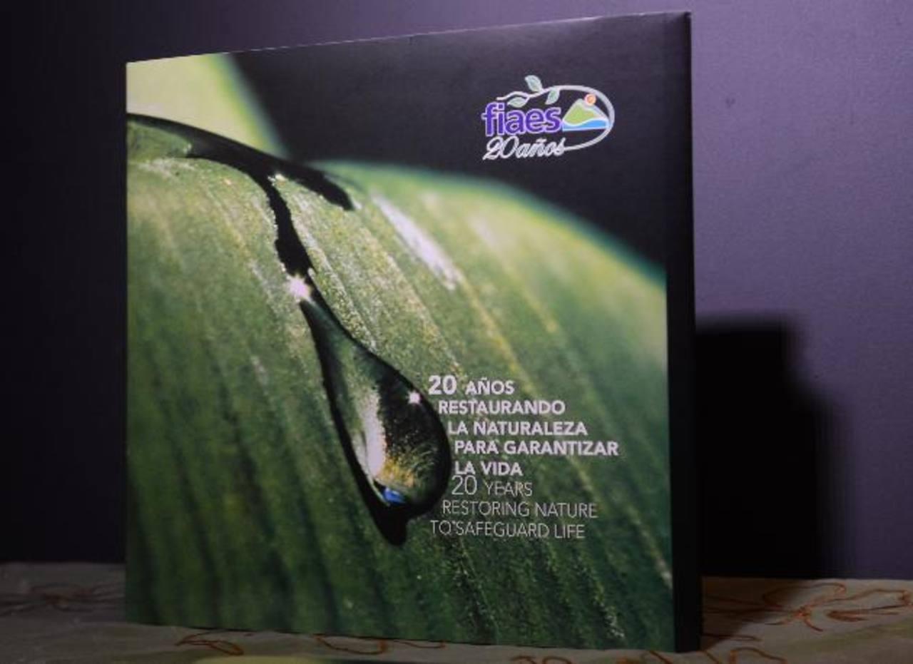 El libro exhibe 20 parajes nacionales, como San Diego, El Imposible, Los Cóbanos, Santa Rita. FOTO EDH / Miguel Villalta