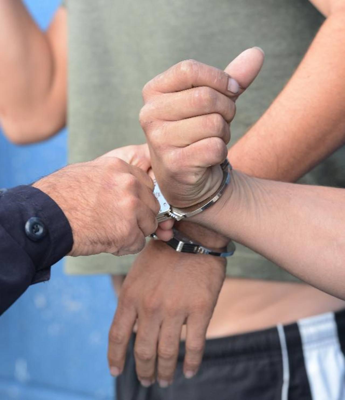 A prisión por arrastrar a sus hijos de 5 años y 4 meses