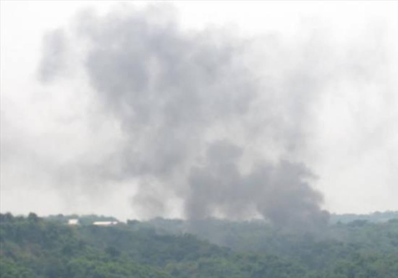 Momento que se incendiaba una avioneta accidentada en 2011. Murieron dos personas.