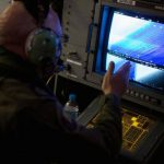 Personal de la Fuerza Aérea de Australia durante la búsqueda del avión Malaysia Airlines. Foto/ Reuters