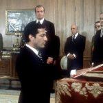 Adolfo Suárez jurando su cargo como presidente del Gobierno ante el Rey Juan Carlos, en un acto celebrado en el Palacio de la Zarzuela, el 5 de julio de 1976. Foto/ EFE - Archivo