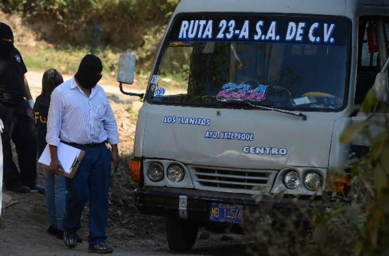 Julio César (26)y su hermano Miguel Ángel Valle Aguilar (23) fueron asesinados dentro de una Ruta 23- A, en la calle al cantón Los Llanitos, Ayutuxtepeque. Foto EDH/ Jaime Anaya