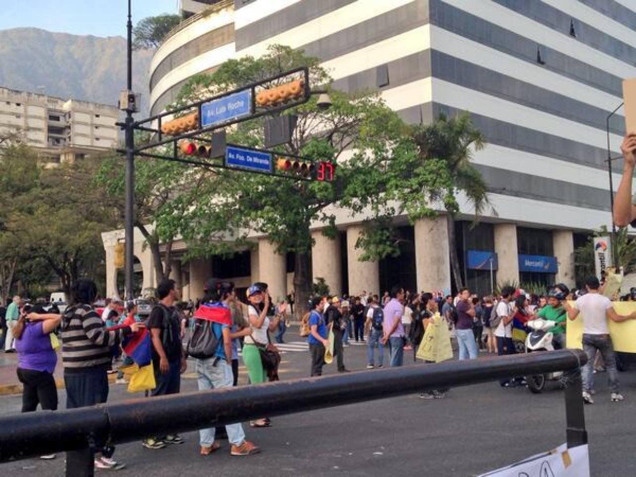 Protesta pacífica ayer en la plaza Altamira, municipio Chacao. Recientemente, esta zona fue tomada por un operativo de la Guardia Nacional, para evitar manifestaciones. Foto edh / internet