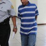 José Miranda acusado de retener a un grupo de feligreses de una iglesia Evangélica en Guazapa en julio de 2011. Foto vía Twitter Diana Escalante