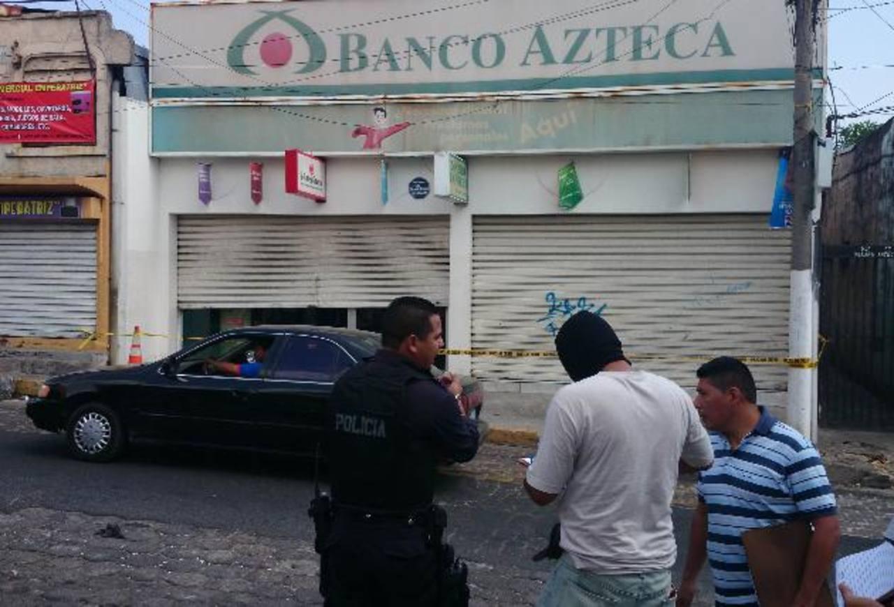 Los delincuentes llegaron a la sucursal y obligaron a uno de los empleados abrir la bóveda del banco. Foto EDH