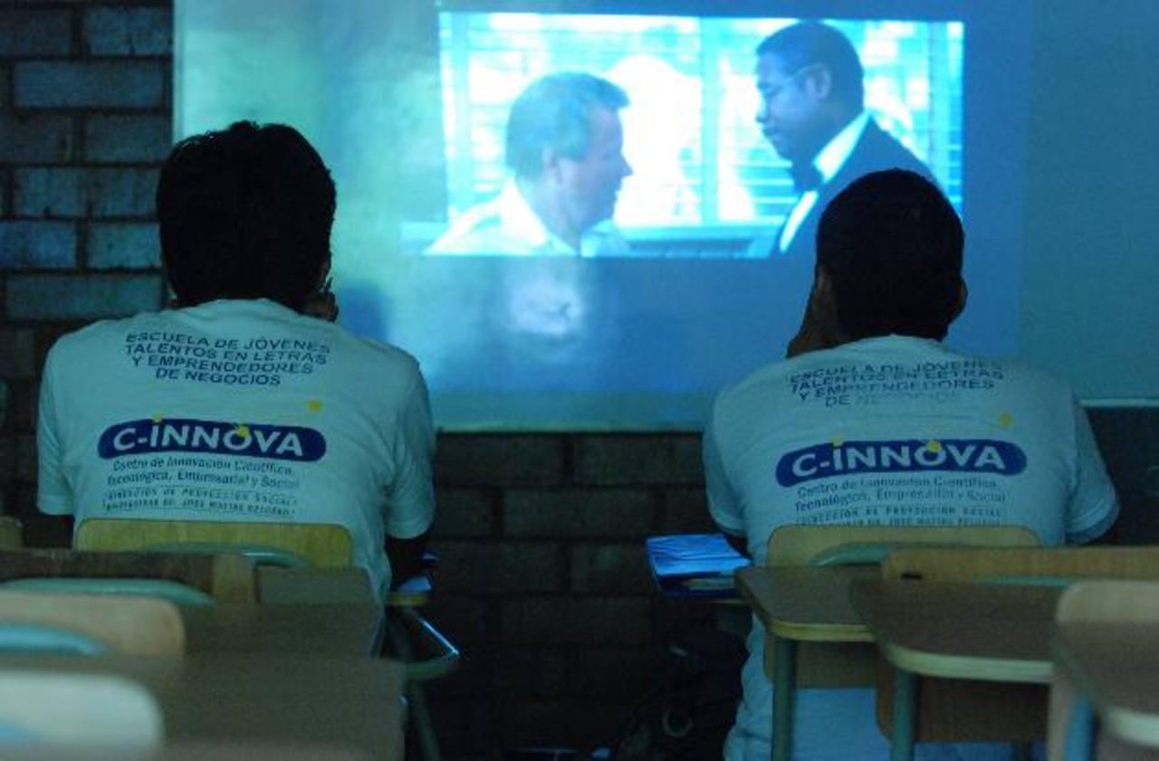 La Escuela de Talentos en Letras y Emprendedores de la Universidad Dr. José Matías Delgado reciben una formación de alta calidad. Foto EDH / archivo