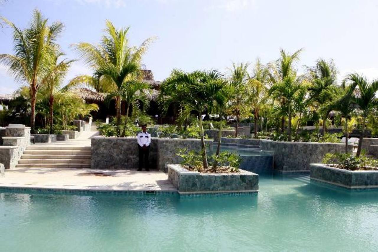 El encuentro sirve para promover iniciativas público privadas como el complejo turístico Indura Beach and Golf Resort, que es 51 % de capital privado y 49 % de capital público. foto edh / efe