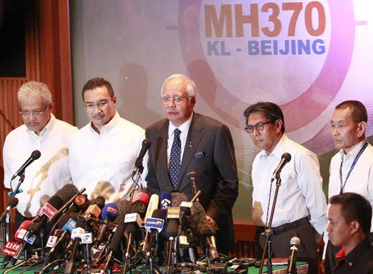 Malasia confirma que avión desaparecido voló durante horas tras perderse en el radar