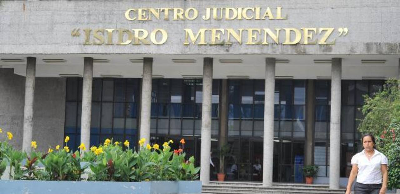 Juez mantiene detención provisional a ex cónsul acusado de peculado