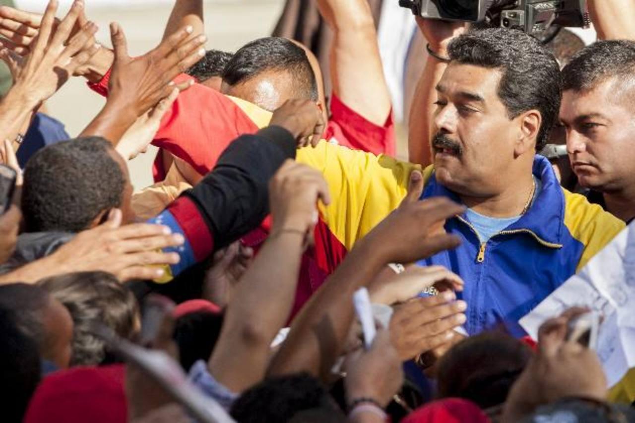 El presidente Nicolás Maduro, ayer en el Palacio de Miraflores en Caracas, durante marcha prochavista. foto EDH / EFE