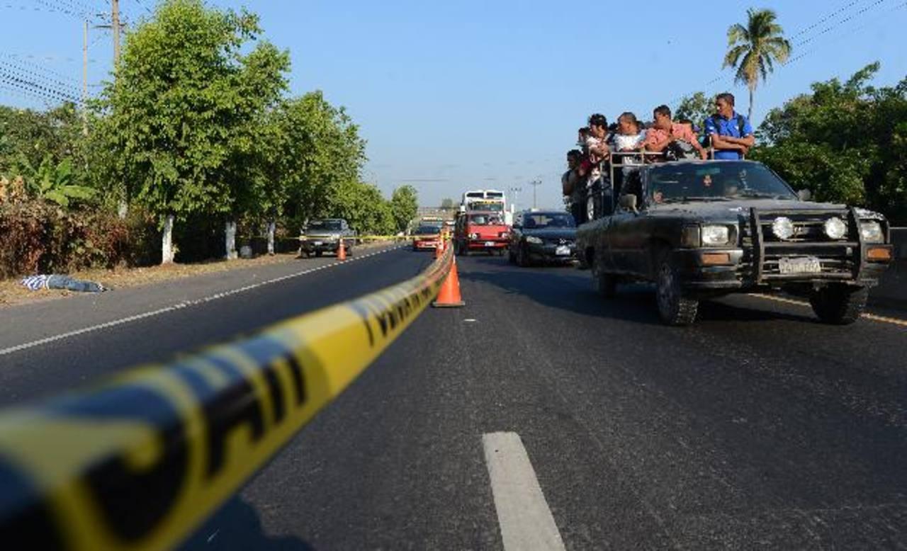 El asesinato ocurrió en el kilómetro 24 y medio, en la jurisdicción de Quezaltepeque, indicó la Policía. Foto EDH / Jaime Anaya