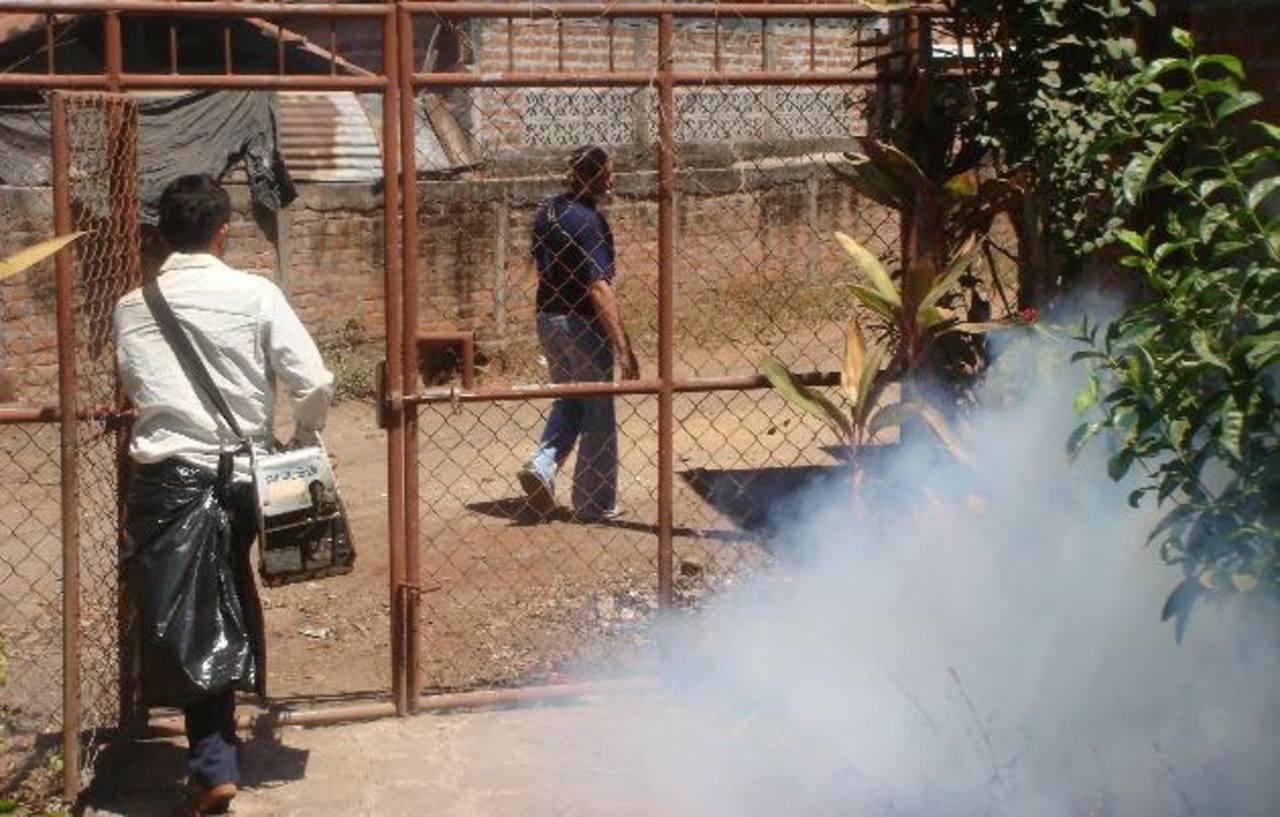 Autoridades esperan controlar el dengue antes de que llegue el invierno para evitar el alza en casos por la época lluviosa.