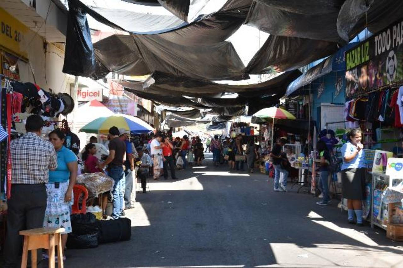 Las ventas fueron removidas a otras calles menos transitadas, el pasado 11 de enero. Foto EDH/ Carlos Segovia