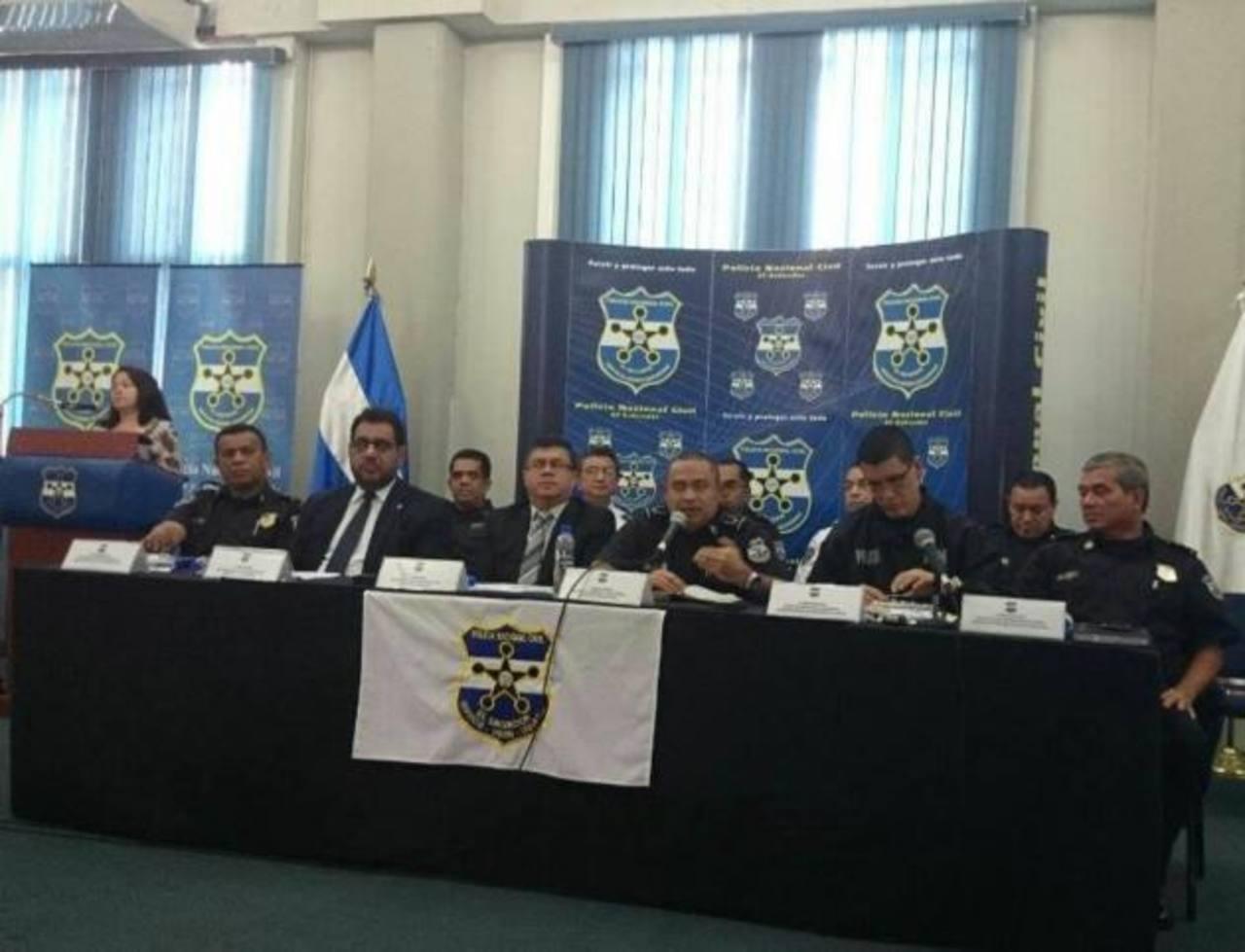 Las autoridades de la Policía ofrecieron ayer una conferencia de prensa para hablar sobre cifras de homicidios. Foto EDH