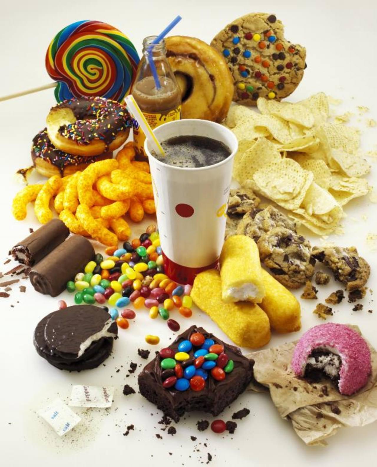 Muchos de los azúcares consumidos actualmente están ocultos en alimentos procesados, según la agencia mundial. foto EDH