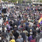 """Asamblea celebrada por los integrantes de las """"Marchas 22M de la Dignidad"""" en la Plaza del Museo Reina Sofía de Madrid. Foto/ EFE"""
