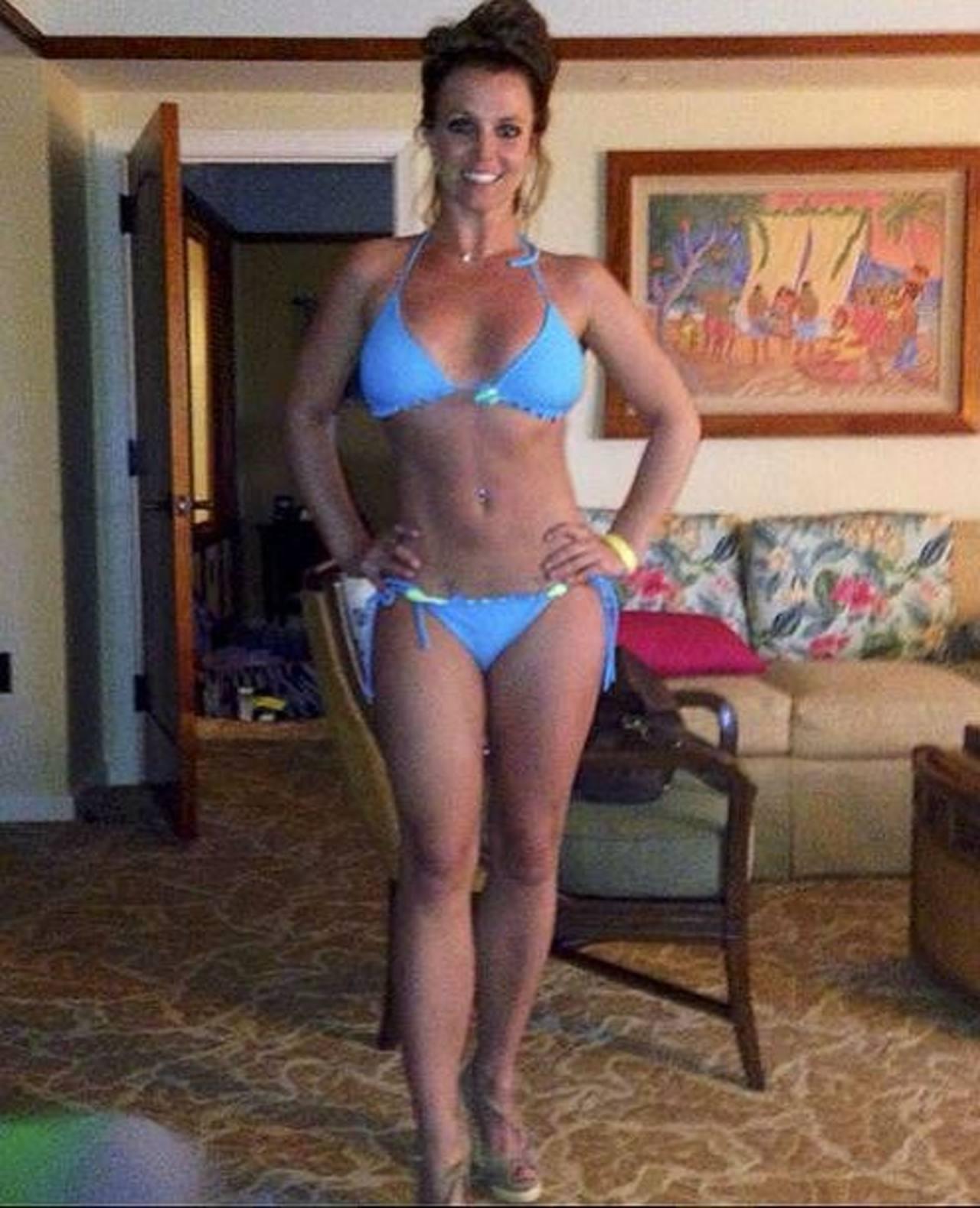 Britney Spears luce diminuto bikini en Hawái