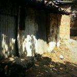 En esta vivienda, ubicada en barrio El Calvario, Panchimalco, un hombre atacó a su compañera de vida y su hijo. Foto vía Twitter Mauricio Pineda