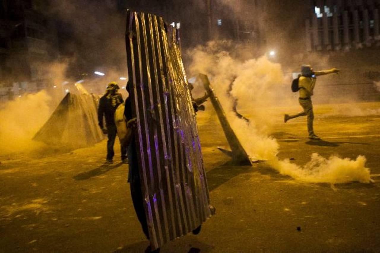La oposición venezolana reclama por la libertad de los estudiantes detenidos durante las marchas. Foto EDH / EFELos políticos venezolanos Abelardo Díaz, Nelson Villavicencio y Lawrence Castro. foto edh /