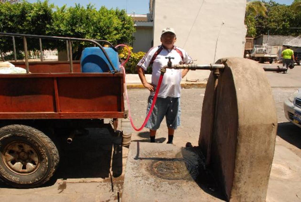Los residentes en El Amatillo explicaron que el servicio que Anda les brinda es deficiente y que, incluso, hay zona que no lo reciben. Foto EDH / Insy Mendoza