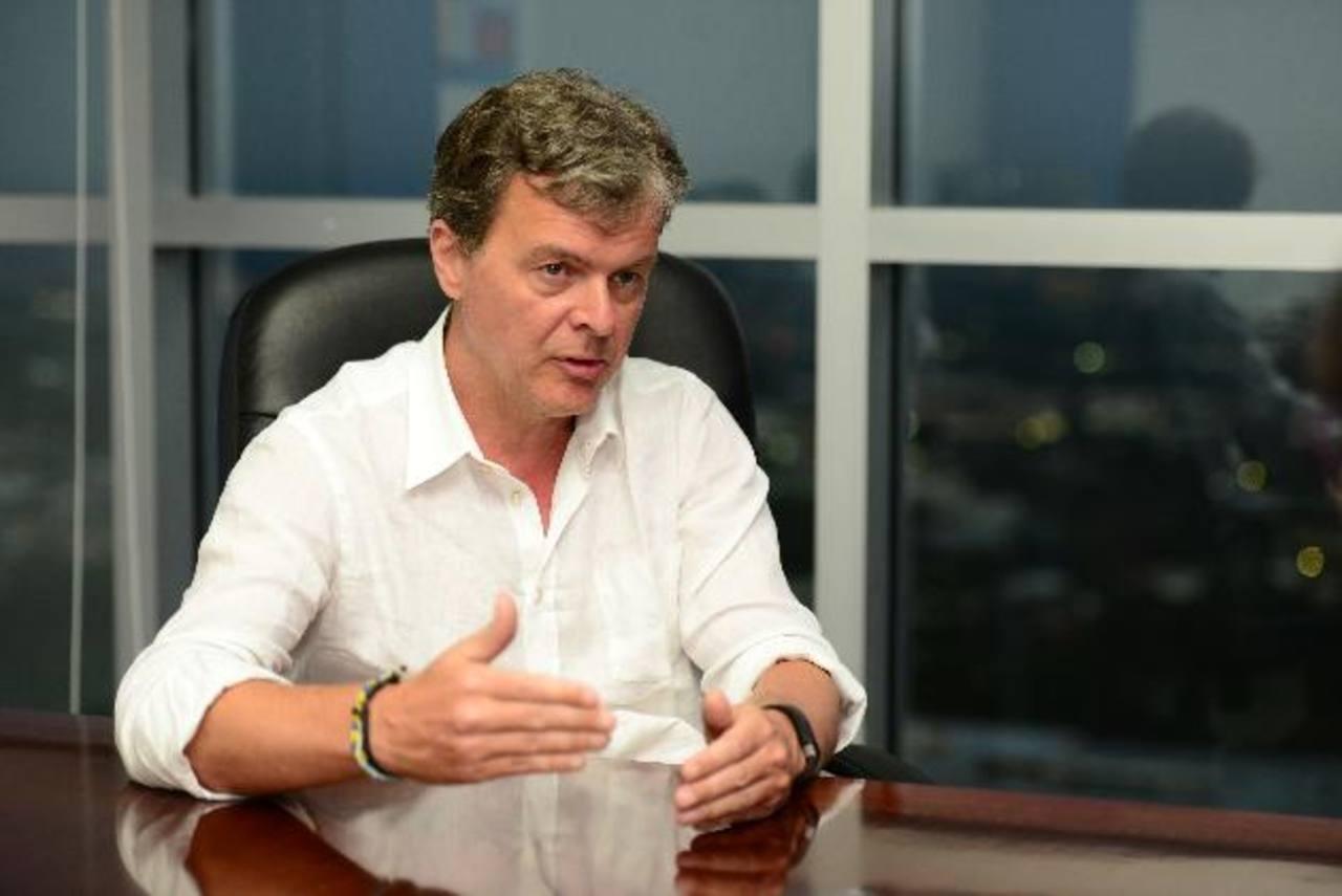 Hans-Holger Albrecht es el CEO de Millicom, propietaria de Tigo en El Salvador, país incluido en su gira de trabajo. foto edh / jorge reyes