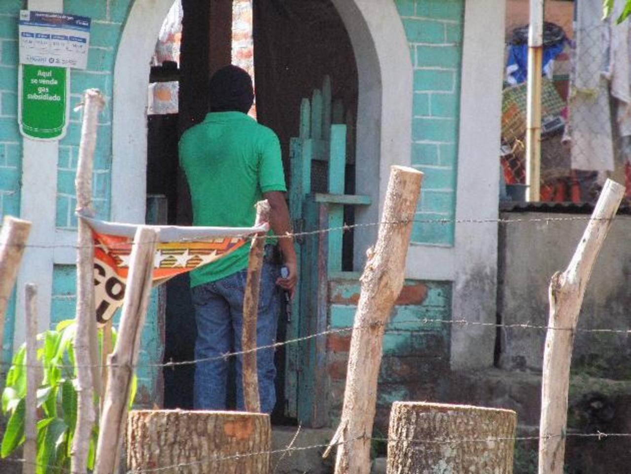 Tras el ataque, la Policía realizó un operativo en el sector. Hubo dos capturas. Foto EDH / JORGE BELTRÁN