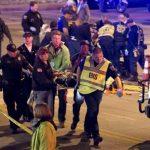 Una de las vícitimas era trasladada rumbo al hospital.