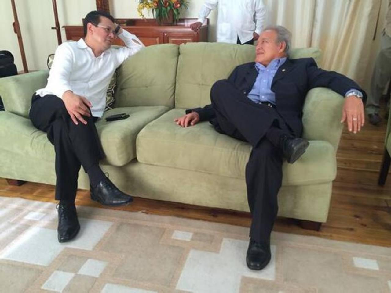 Secretario del Sica, Hugo Martínez (izquierda) y presidente electo Sánchez Cerén. Foto edh