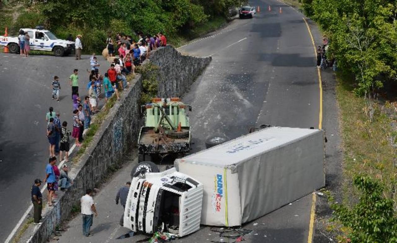 Un muerto y siete heridos en accidentes viales