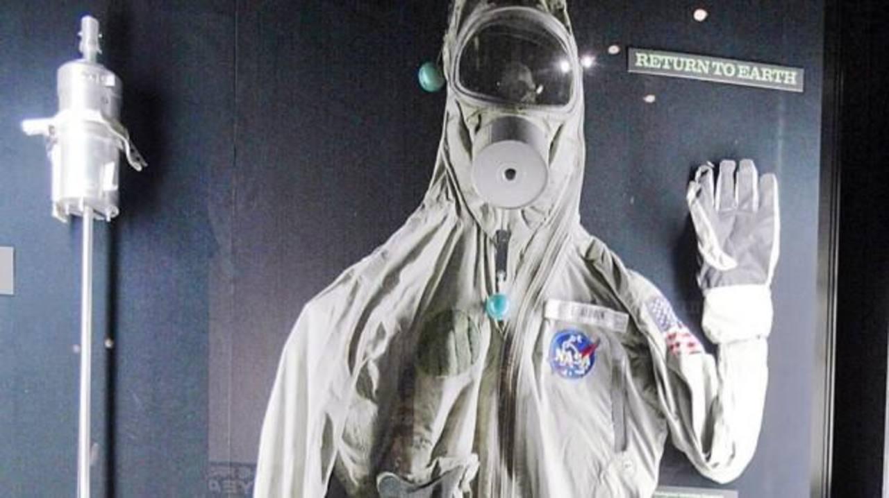 Fotos: Subastan objetos de la primera misión espacial