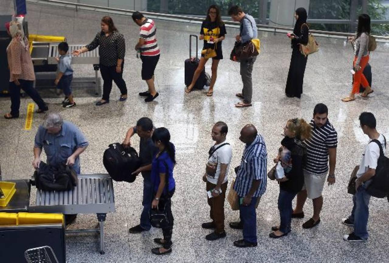 La seguridad en el aeropuerto internacional de Kuala Lumpur se ha incrementado en la zona de salidas. foto edh /Reuters