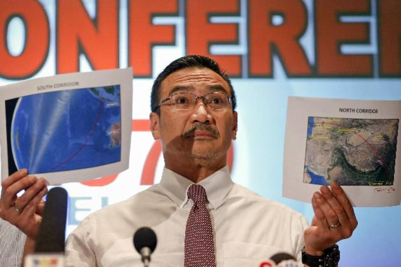 El titular de Defensa y ministro interino de Transporte malasio, Hishamudin Husein, durante una rueda de prensa. Foto/ Reuters
