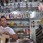 Un vendedor de productos automotrices. Imagen tomada del diario El Impulso.