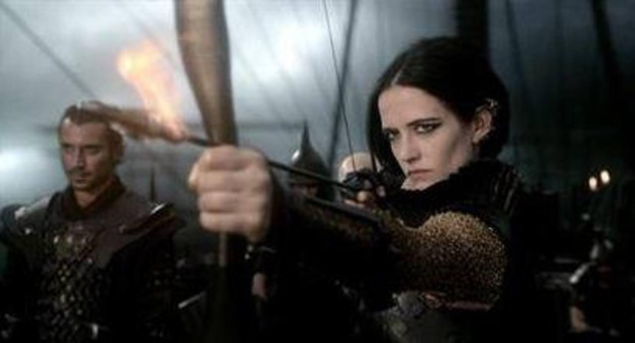 """Esta imagen dada a conocer por Warner Bros. Pictures muestra a Eva Green en la película """"300: Rise of an Empire"""". Foto/ AP"""