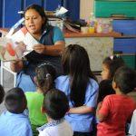 En El Salvador, el 42 % de los niños en hogares pobres finaliza la enseñanza primaria y domina las competencias básicas frente a un 84 % de los que provienen de hogares ricos. Foto EDH