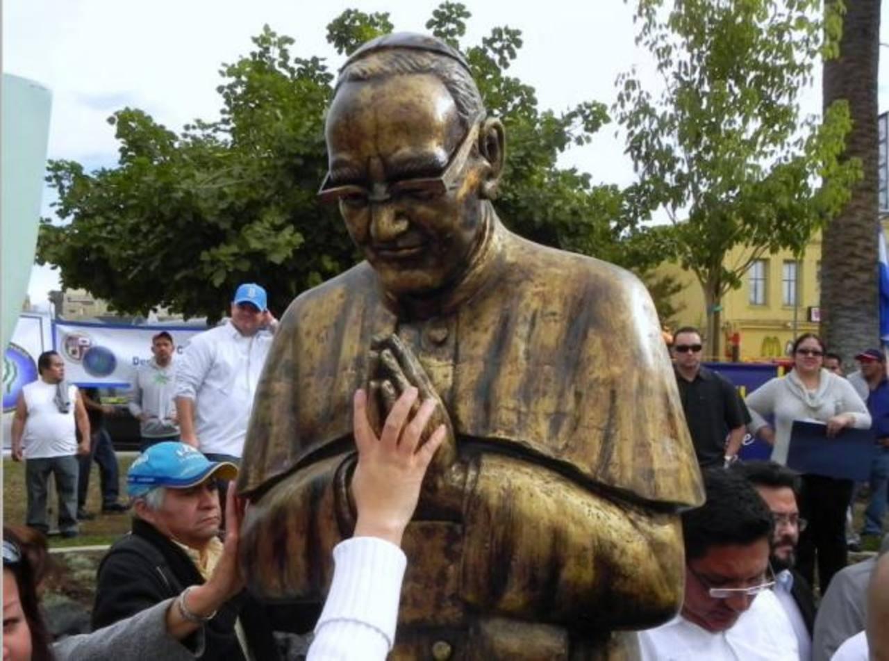 Salvadoreños conmemoran muerte de Monseñor Romero