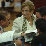 Carmen Elena de Escalón, de ARENA (al centro), ha sido una de las promotoras de reformar la normativa. Foto EDH / archivo