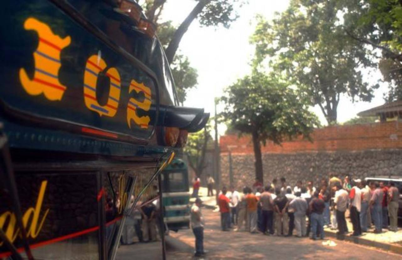 Ruta 102 de buses trabaja de forma irregular tras ataque